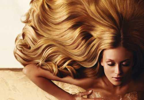 Но еще популярность медовых масок для волос объясняется тем, что они просты, доступны, и их очень легко делать в домашних условиях