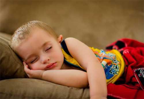 7 поз детского сна: что говорят психологи