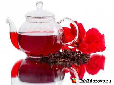 При простудных заболеваниях горячий чай стоит на одном уровне с полезными свойствами малины