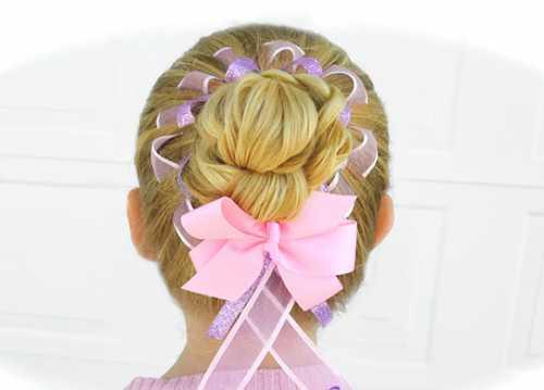 Расчесаться и гладко зачесать волосы в хвост, он должен быть либо посередине затылка, либо на макушке такой вариант поможет зрительно добавить несколько сантиметров росту