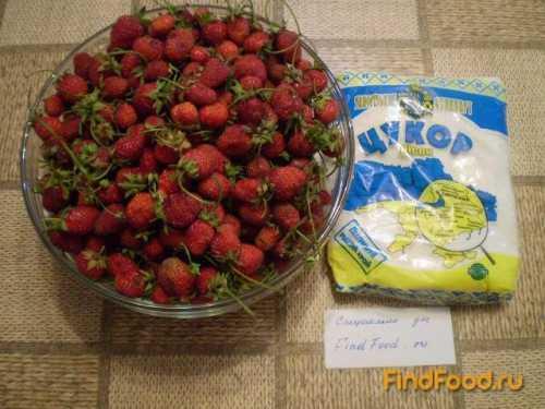 Измельчите ягоду с помощью блендера и мясорубки