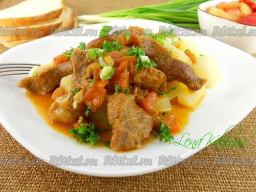 Этот классический рецепт поджарки из свинины в томатном соусе подходит для приготовления вкусного мяса из курицы, говядины и баранины