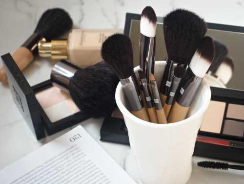Уход за губами: основы очищения, увлажнения,